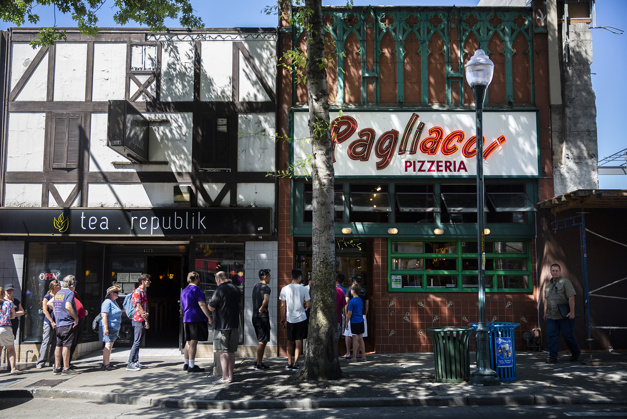 PAGLIACCI PIZZA, U DISTRICT PIZZA, PAGLIACCI CLOSES